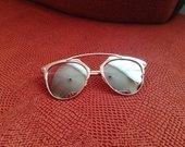 Veidrodiniai akiniai nuo saulės