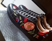 Gucci odiniai kedukai su gėlėmis