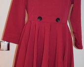 Tamsiai raudona platėjanti suknelė