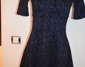 Švelni, tamsiai mėlyna suknelė