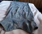 Pilka gipiurine suknele