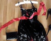 labai grazi suknele is UK