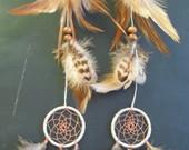 Indėniško stiliaus ilgi su sapnų gaudyklėm