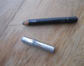 Akių kontūrų pieštukas.