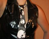 kaklaraištis su kaukuolytem