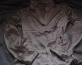 Balti atlasiniai marškinukai