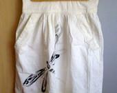 Romantiškas baltas sijonas su laumžirgiu