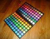 Akių šešėlių paletė net 120 spalvų!