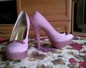 Nuostabūs rožiniai bateliai