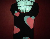 suknele su sirdutemis