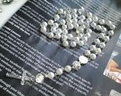 baltų stiklo perlų rožančius