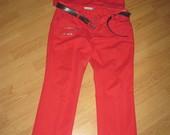 Raudonas kostiumelis