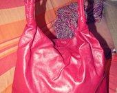 Graži raudona talpi rankinė