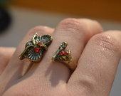 žiedas-pelėda raudonom akim