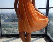 Taškuota orandžinė suknelė