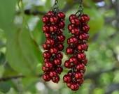 Raudonos spalvos tikliniu perliuku kekes