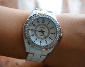 Baltas Chanel grazus laikrodis