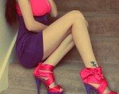 prabangus Lipsy firmos aukstakulniai bei suknele