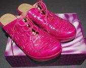 Beveik nauji rožiniai įspiriami batai