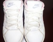Nike balti kedukai