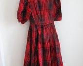 Pūsta raudona languota suknelė