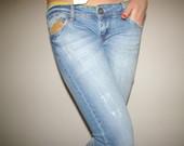 Stilingi džinsai