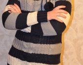 Siltas dryzuotas fainas megztinis