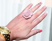 Rožinis žiedas.