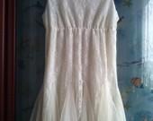dramblio kaulo spalvos suknelė