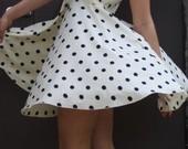 taškuota suknelė