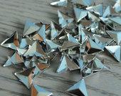 Trikampės kniedės