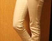 Baltos Tara kelnės.