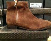 Nauji rudi batai.