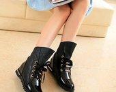 Stilingi nauji juodi batai
