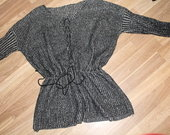 Megztas peplum stiliaus megztinis