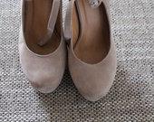 Smėlio spalvos aukštakulniai bateliai