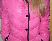 Rožinė rudeninė striukė