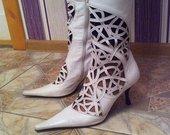 Smailus balti batai