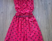 Ryski raudona suknute su zirniukais