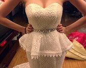 Vestuvinė peplum stiliaus suknelė