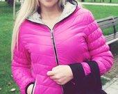 Rožinė striukė