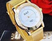 aukso spalvos laikrodis