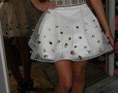 trumpa balta suknele