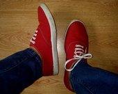 Raudoni patogūs sportbatukai