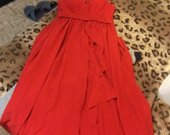 raudona ilga vakarine suknele