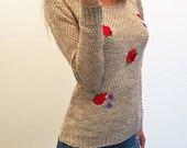 Puošnus megztinis su aplikacijomis