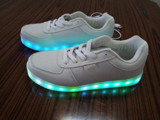 LED sportiniai bateliai