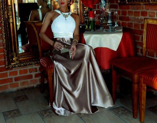 Vakarine prabangi suknele