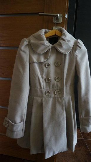 Kakavinės spalvos paltas