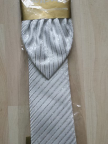 visikai naujas kaklaraistis